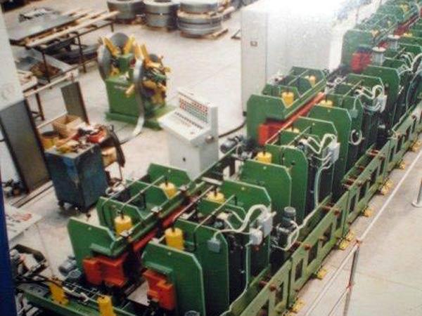 Officina-meccanica-per-produzione-macchine-speciali-Bologna